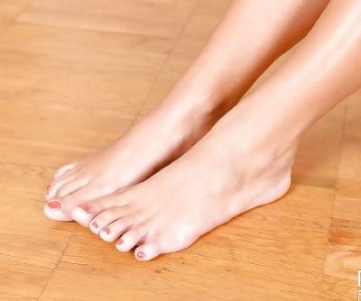 Foot fetish teen Lina Dean showcasing her beautiful legs in high heels