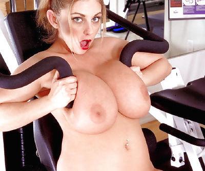 Chesty babe Autumn Jade spreads shaved pornstar twat after licking nipple