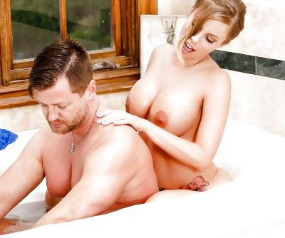 Sexy chick Britney Amber invites man into bathtub for hardcore fucking