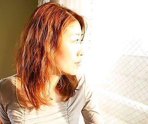 Asian MILF Miwa Nakazaki gets bottomless and has some pussy vibing fun