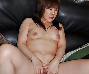 Sassy asian MILF Junko Ishikura undressing and vibing her clit