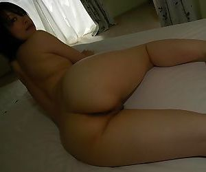 Asian babe posing naked and demonstrating her hairy cunt in close up