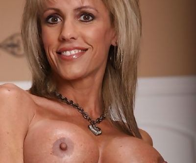 Elegant MILF Jordan entrances with the view of her tiny asshole and pussy