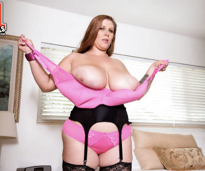 BBW mom Renee Ross takes off lingerie and black stockings to boast of her body