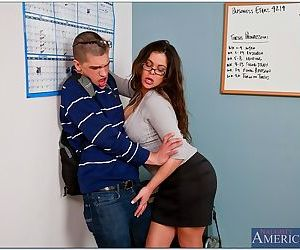 Big titted mom Hunter Bryce becomes a sex teacher for a horny stud