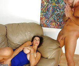 Curvy mature brunette gets a cumshot on her big tits after handjob
