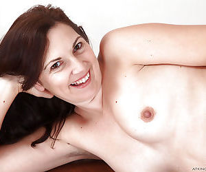 Over 40 mother Francesca cupping all natural tits for close ups