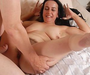 Big-tit mature Nina suck this hard cock and swallow sperm on the cam