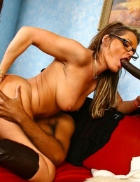 Dirty mature bitch Kelly Leigh got sandwiched between two black shafts