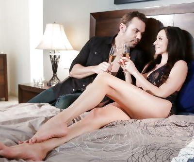 Mature MILF Ariella Ferrera facesitting & getting big fake tits cum covered