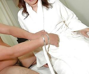 Asian MILF Takako Yanase gets fucked and takes a cumshot on her face