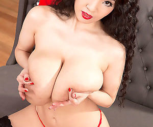 Japanese solo model Hitomi unveils her huge boobs in black stockings