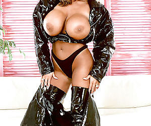 Mature pornstar Tawny Peaks flaunting massive tits in latex stripper boots