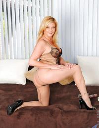 Hot mom in sexy lingerie Ginger Lynn squatting on her favorite dildo