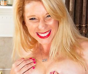 Hot MILF Jasper Shelton loves to strip and stretch her tight wet pussy