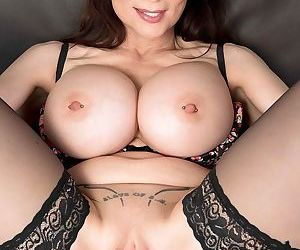 Cougar with big tits surprises us with six big rings in pussy lips