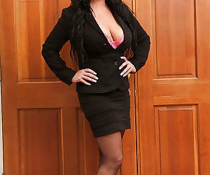 Sassy mature lady in glasses revealing her massive jugs and vibing her slit