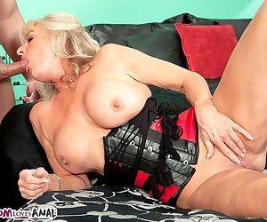Blonde grandmother Phoenix Skye drips jizz from her ass after anal sex