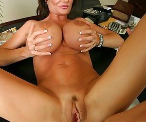 Big boobed cougar Deauxma knows how to thank an IT guy for fixing her PC