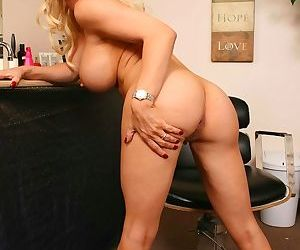 Blonde hairstylist Diamond Foxxx gives nude modelling a go on a slow day