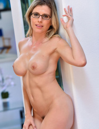 Nerdy MILF uses whatever is handy to satisfy her wet pussy