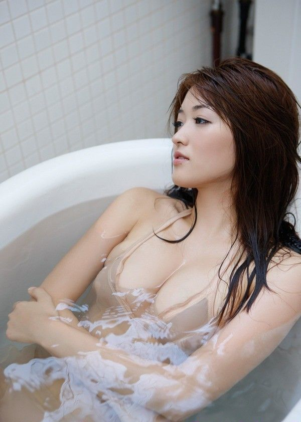 Beautiful Mai Hakase Bathing