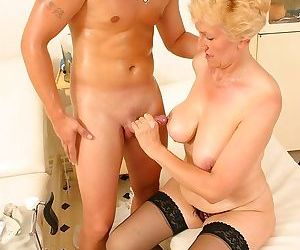 The doctor has some special interrest in this mature slut - part 2634