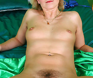 Kate fingers her mature and hairy pussy - part 2549