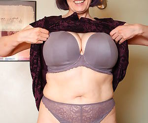 Big breasted mature tigger playing with herself - part 320