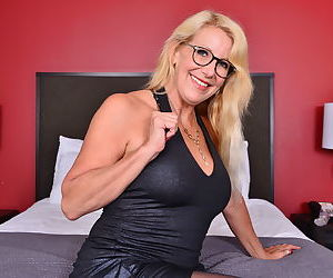 Naughty british mature bianca doing her toy boy - part 2359