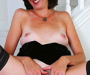 Elegant 35 year old sydney spread her hot mature pussy - part 2618