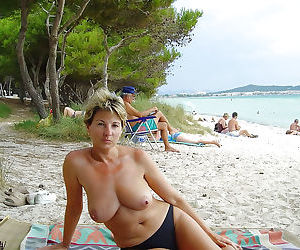 Hot amateur wives and milfs naked and fucking gallery 3 - part 444