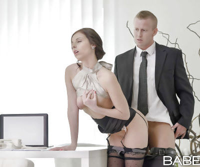 Stocking attired chick Antonia Sainz hiking skirt to fuck on desk at work