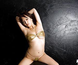 Asian babe with big tits Mai Nadasaka slipping off her tiny bikini
