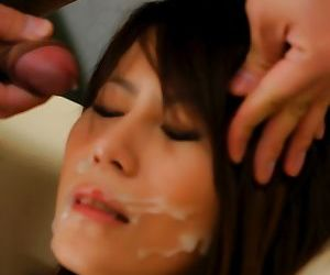 Japanese female gets fingered and facialized in her pornstar tryout