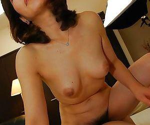 Asian MILF Setsuko Miwa gives a sensual blowjob and gets fucked