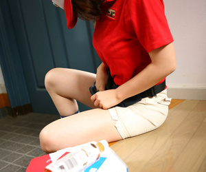 Japanese delivery girl in uniform molested - part 3299