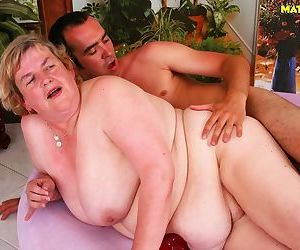 Mature plumper is sucking the love stick - part 3368