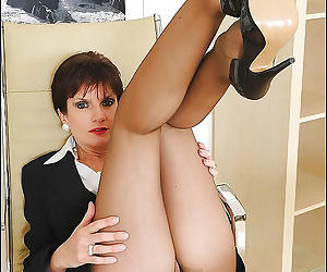 Mature fetish lady in ripped pantyhose exposing her inviting pus - part 2557