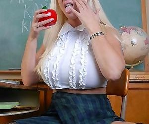 Big tits mature plumper kayla kupcakes posing in classroom - part 2828