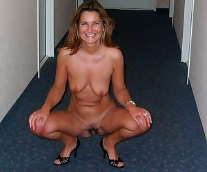 Hot blowjobs from this slutty milf - part 2498