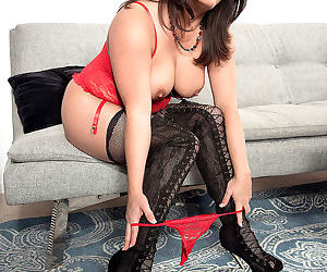 Raquel ritz is a 40 year old wife mother and gangbang lover whod - part 2380