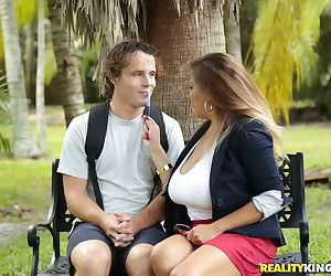 Busty milf lady fucked a stranger in the park - part 3204
