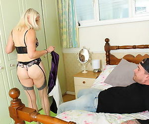 British mature lady getting some action - part 3003