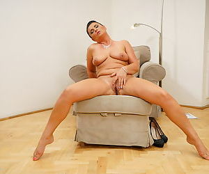 Naughty housewife fingering herself - part 3114