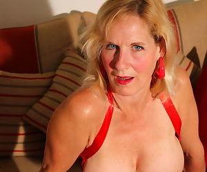 Horny british housewife masturbating - part 3254
