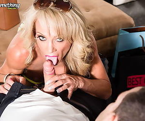 Horny mature lady knows how best to fuck - part 2749