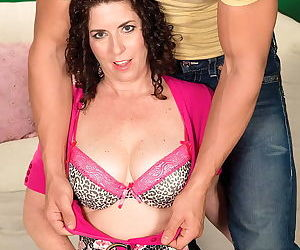 Curly mom tammi sue giving a wet pov blowjob - part 37
