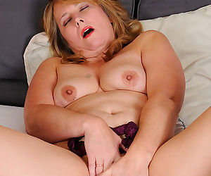 Blonde mature catrina costa spends time in bed - part 16