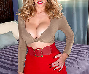 Older blonde lady Holly Claus unveils her massive boobs as she disrobes